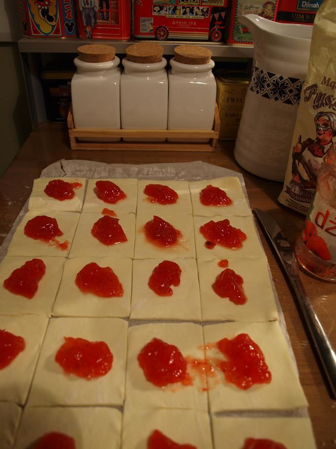 Hiperszybkie ciastka francuskie dla tych, którzy spodziewają się niespodziewanych gości :)