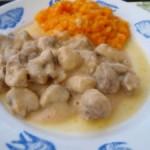 Mięso w sosie pieczarkowym z warzywnym purée