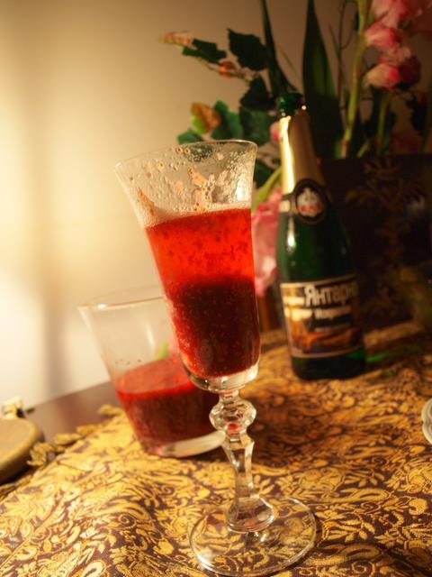 Poinsettia/Mimosa