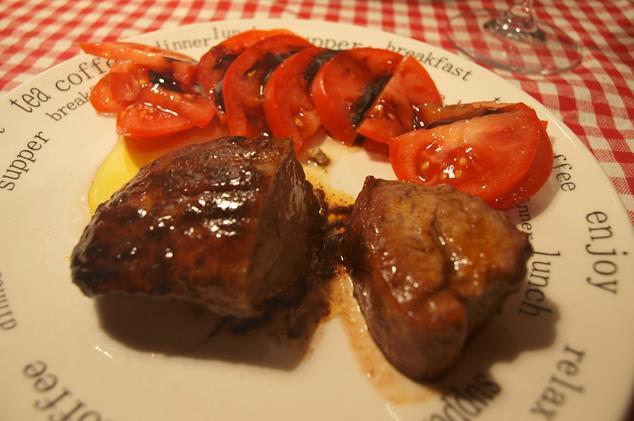 Polędwica w czerwonym winie z sosem musztardowo-miodowym