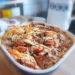 Prosta zapiekanka makaronowa z pomidorami i pieczarkami