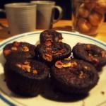 Gorzko-czekoladowe muffinki z orzechami