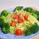 Bardzo prosty makaron z pesto, brokułem i parmezanem