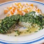 Pieczony mintaj pod szpinakową kołderką z warzywnym risotto
