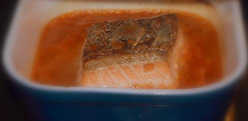 Łosoś pieczony po azjatycku z chrupiącą jadalną pyszną skórką