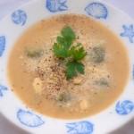 Krem z fasolki szparagowej i parmezanu z bobem