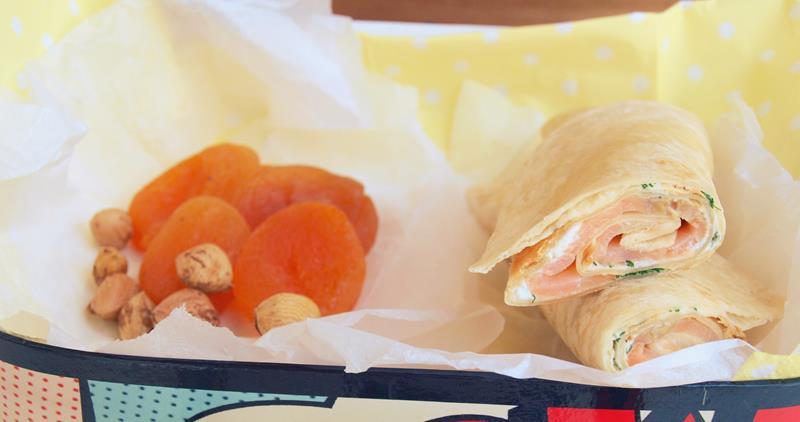 Pomysł na lanczbox/Tortilla z wędzonym łososiem (w opcji koreczki-zawijaski)