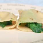 Pierogi z pieczarkami, listkami szpinaku i gorgonzolą z sosem jogurtowo-pieprzowym