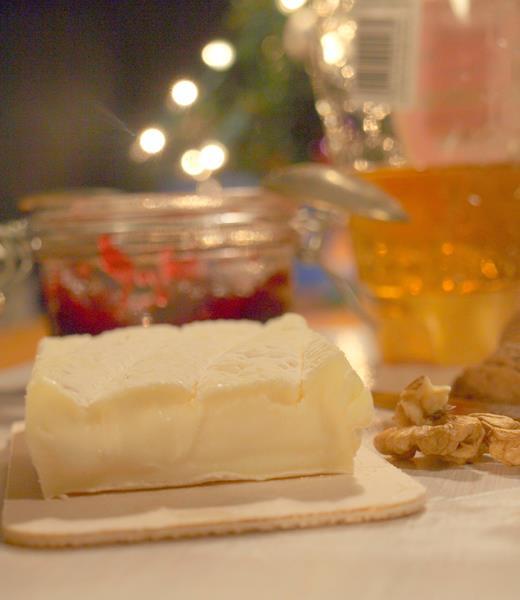 Najwspanialsza przekąska czyli ser owczy z miodem, żurawiną, orzechami włoskimi i suszonymi morelami
