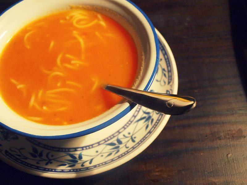 Klasyczna zupa z pomidorów na wywarze z warzyw