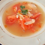 Zupa łososiowo-pomidorowa z kolendrą