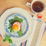 Jajko z w koszyczku z szynki