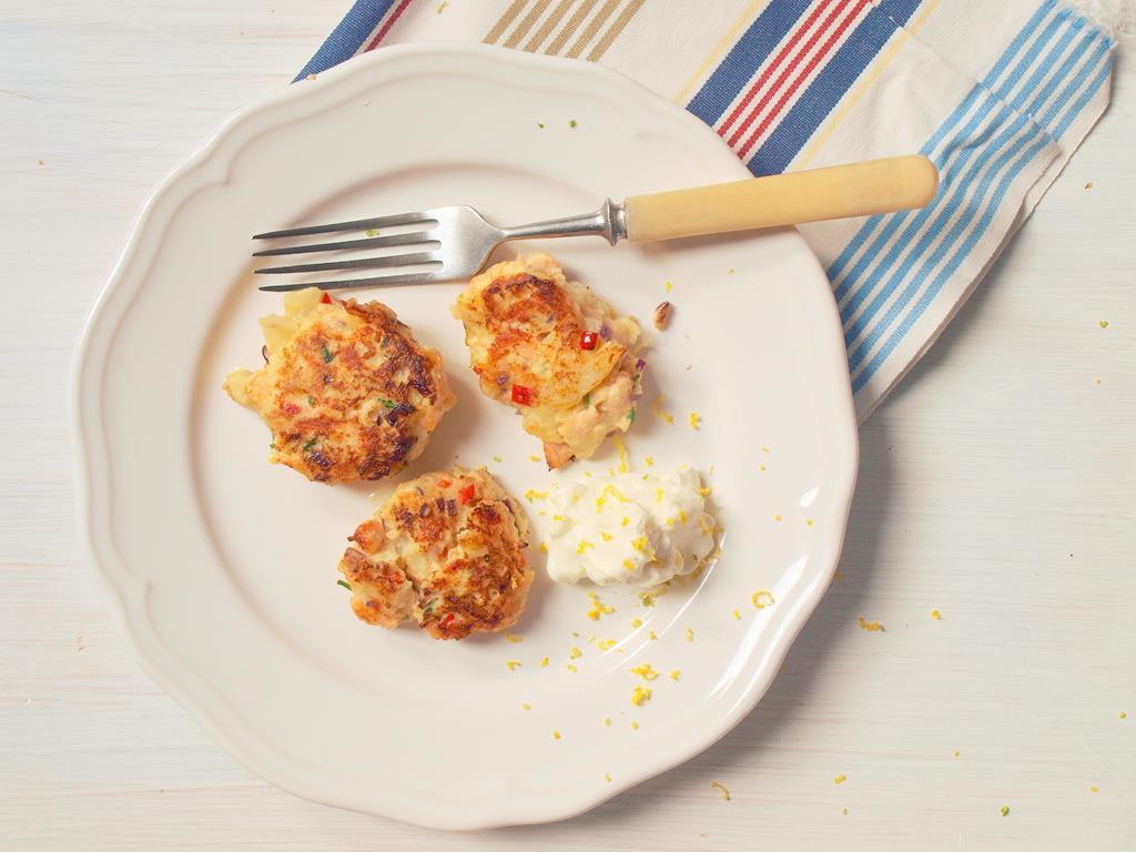 Kotleciki z łososia z imbirem, kolendrą i pepperoni