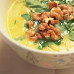 Zupa z selera z curry, musztardą, imbirem, jabłkiem i orzechami