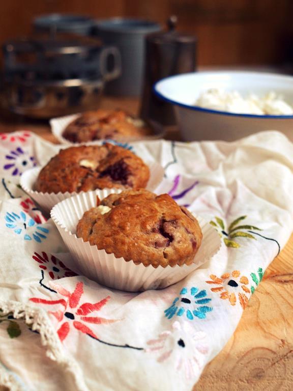 Owsiane muffinki ze smażonymi truskawkami i nadzieniem z ricotty