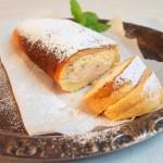 Rolada z PRL po mojemu czyli mega łatwe ciasto biszkoptowe bez pieczenia z kremem z mascarpone z owocami