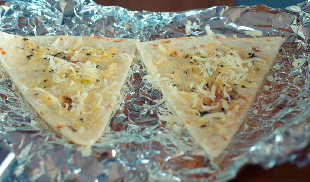 Pyszne delikatne i chrupiące czosnkowe grzanki z tortilli