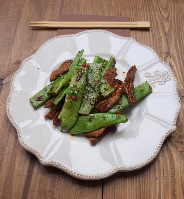 Stek w prostej chińszczyźnie z fasolą mamucią
