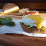 Grzanki z jajkiem po florencku z sosem holenderskim