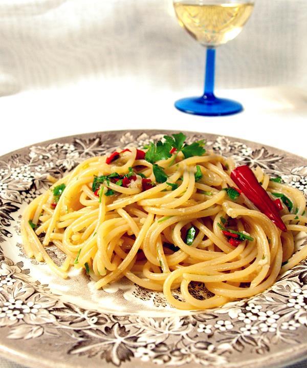 Spaghetti aglio olio (e peperoncino)