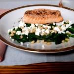 Najbardziej oczywisty zestaw (łosoś, szpinak, feta, piniole) czyli smakowa finezja dla kulinarnych analfabetów w dodatku w 15 minut