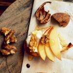 Crostini z ricottą, jabłkiem, orzechami włoskimi i miodem