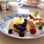 Pancakes z borówkami, ricottą i skórką cytrynową