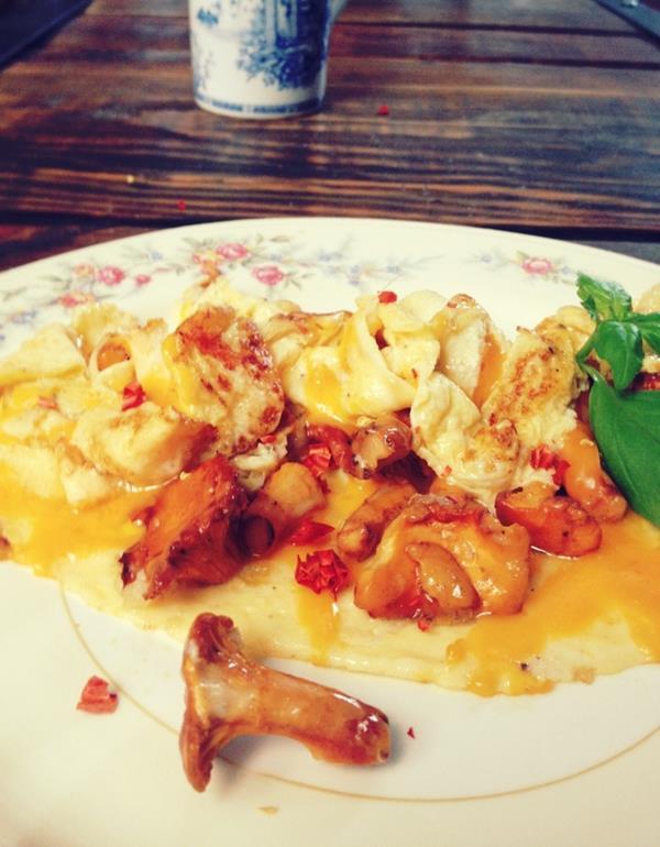 Omlet z kurkami, cheddarem i chilli