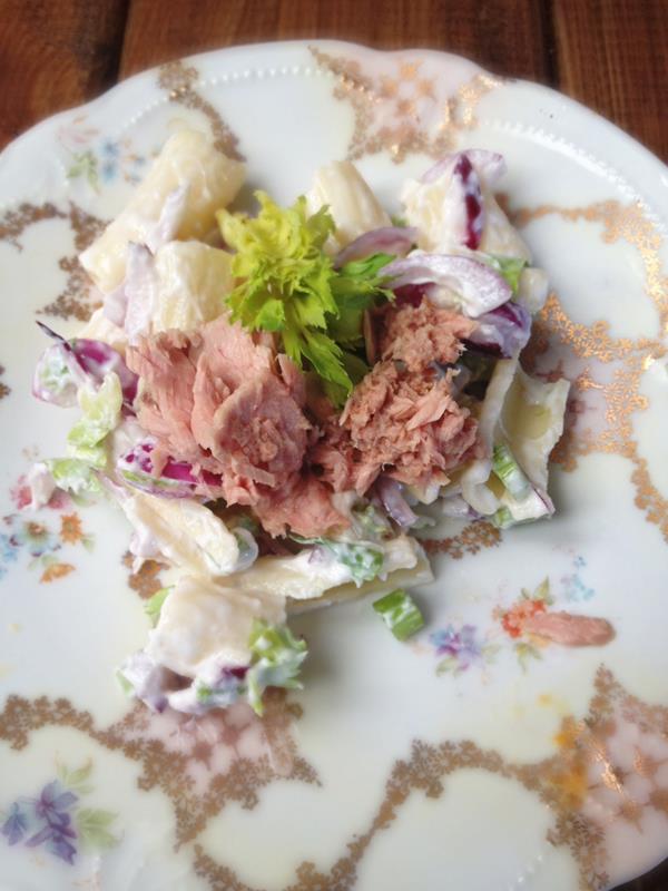 Makaronowa sałatka z selera naciowego z tuńczykiem