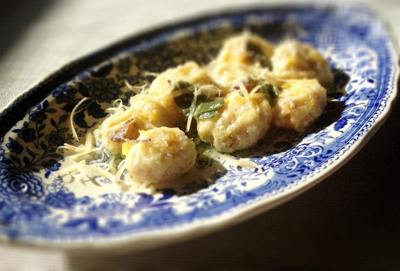 Gnocchi z dyni piżmowej i ricotty z parmezanem i szałwiowym masłem