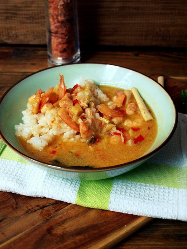 Krewetki w azjatyckim sosie tysiąca smaków na jaśminowym ryżu