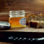 Chlebek bananowo-owsiany z masłem orzechowym i nutą pomarańczy