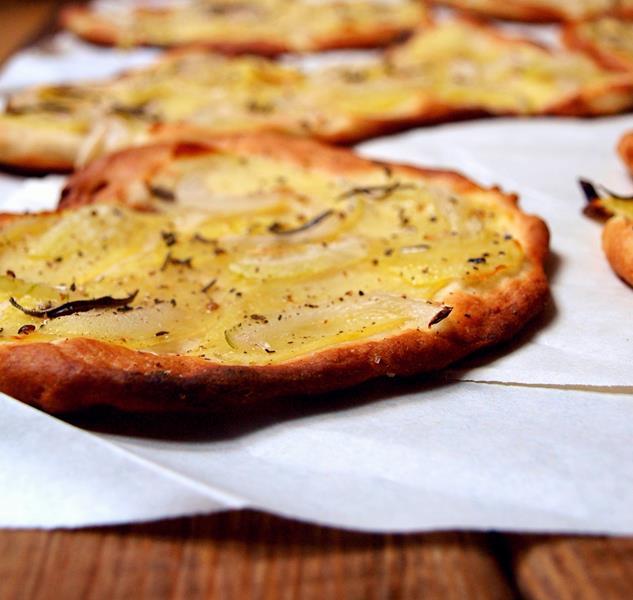 Pizza con patate e rosmarino...(e ricotta)