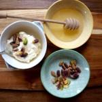 Mascarpone z miodem i pistacjami