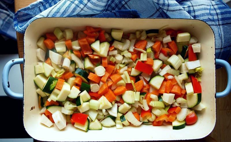 Ratatouille potpie/Vege potpie/Ragoût potpie czyli potrawka warzywna lub gulaszowa pod parmezanową kruszonką