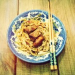 Miodowo-sojowy kurczak na makaronie ryżowym czyli chińszczyzna w 15 minut i jak przerobić resztki
