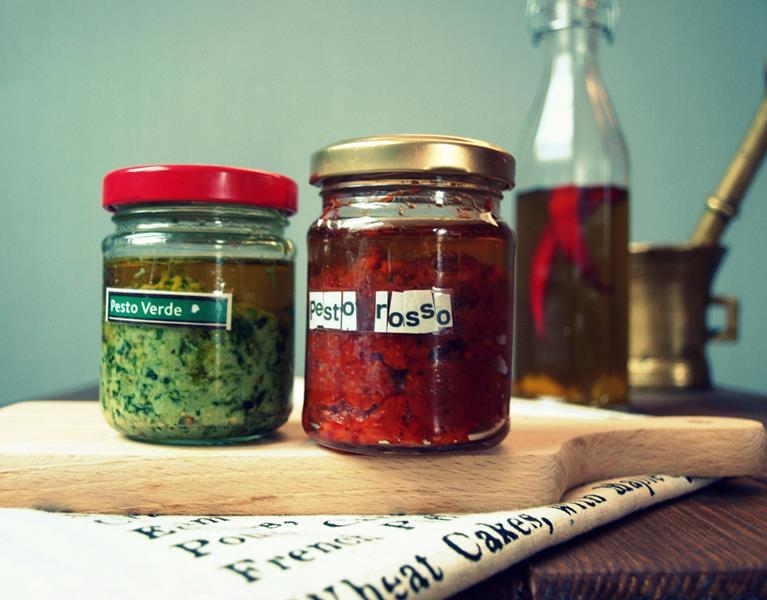 Pesto set jako gift. Pesto zielone i pesto czerwone - przepisy oryginalne