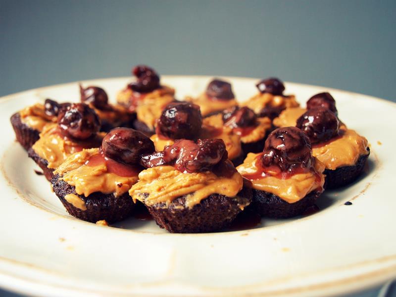 Proste babeczki czekoladowe i dwa sposoby na ich tjuning