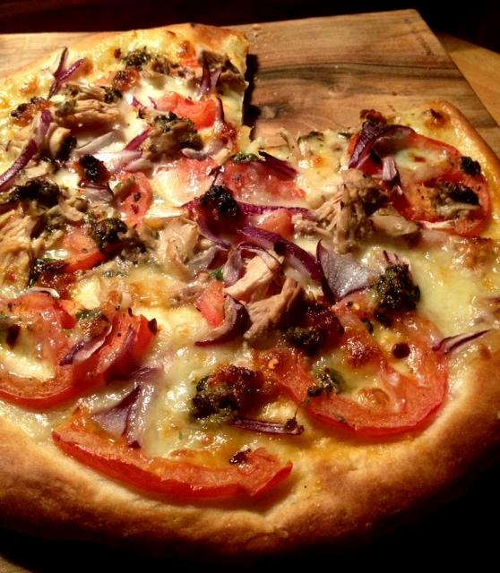Nocna pizza z tuńczykiem i pesto