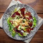 Jajko, szynka, sałata czyli proste składniki śniadaniowe w nowej odsłonie