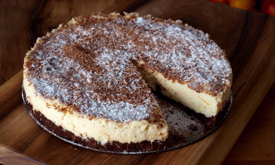 Sernik z białej czekolady bez pieczenia (z Charlotte)
