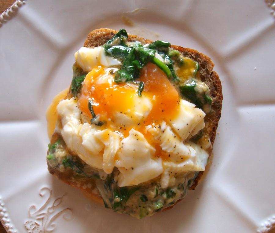 Cudowna grzanka ze szpinakiem i jajkiem po benedyktyńsku