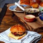 """Domowe cheeseburgery """"from scratches"""" (łatwe do zrobienia i nierozwalające się)"""