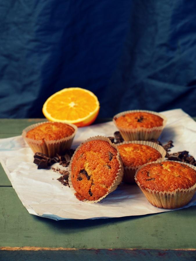 Przełatwe i przepyszne pomarańczowe muffinki z czekoladą