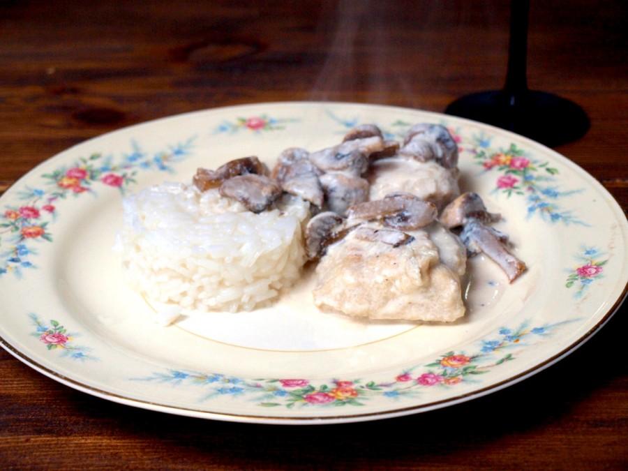 Pierś w klasycznym białym sosie pieczarkowym - obiad kawalera