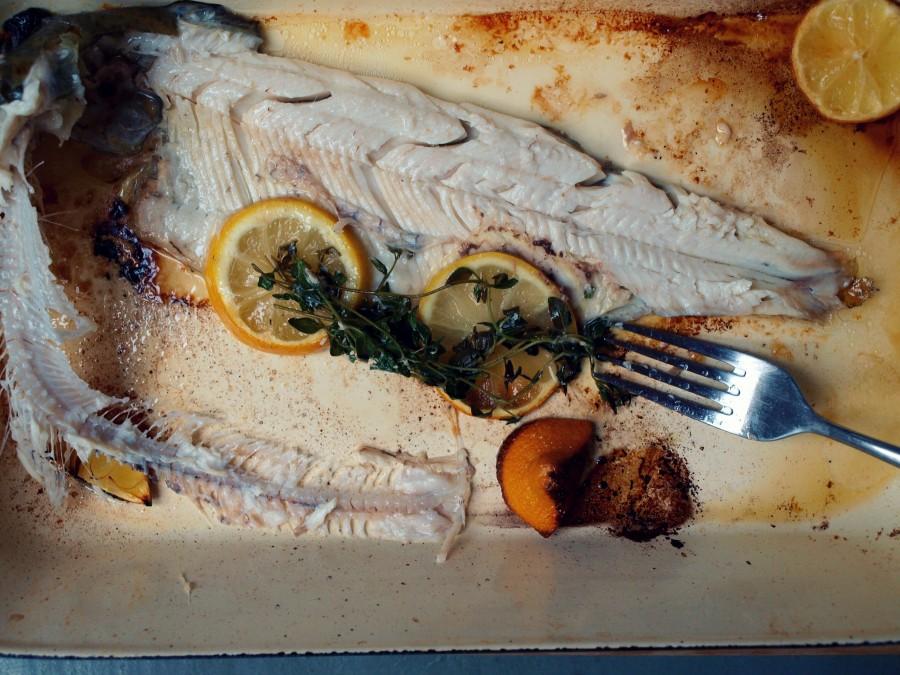 Ryba pieczona w całości (prosty pstrąg)