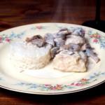 Pierś w klasycznym białym sosie pieczarkowym – obiad kawalera