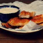 Pieczone paluszki z kurczaka z miętowo-czosnkowym dipem (Jamie Oliver)