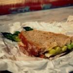 Grzane kanapki z parmezanem i szparagami