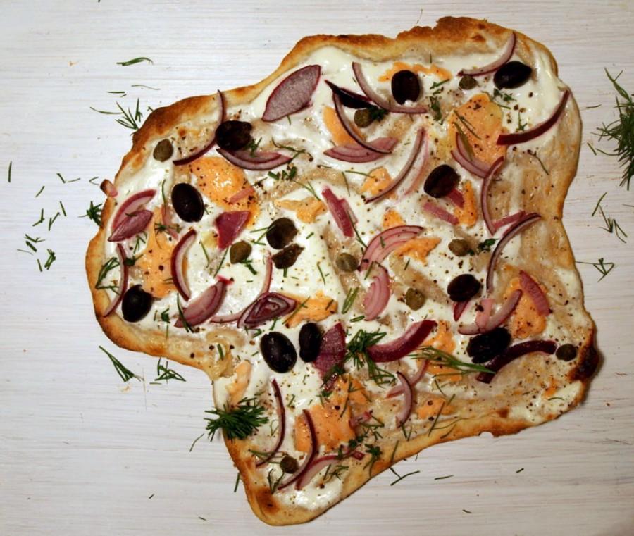 Smoked salmon pizza bianca